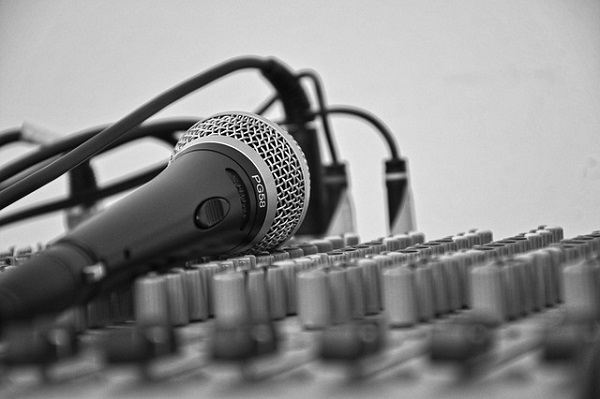 Hire a voice over artist for your on-hold ads